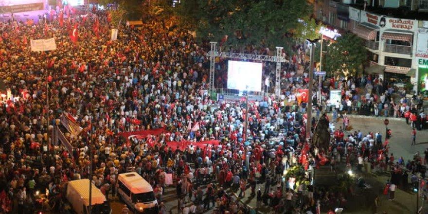 Bursalıların 'demokrasi nöbeti' devam ediyor