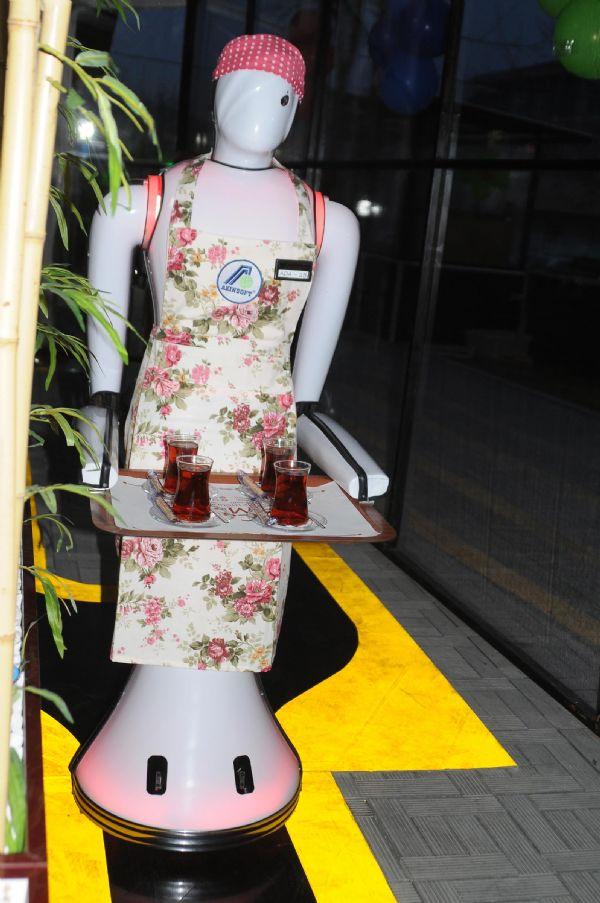 Konya'da robot garsonlu kafeterya 3