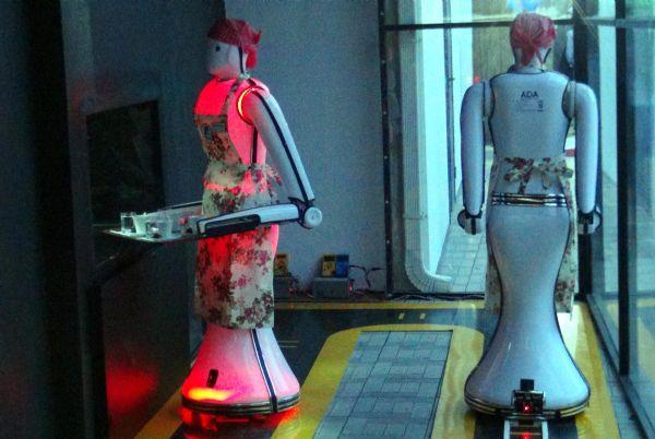 Konya'da robot garsonlu kafeterya 8