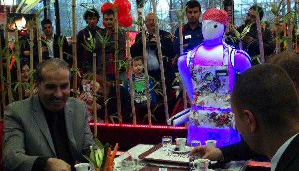 Konya'da robot garsonlu kafeterya 9