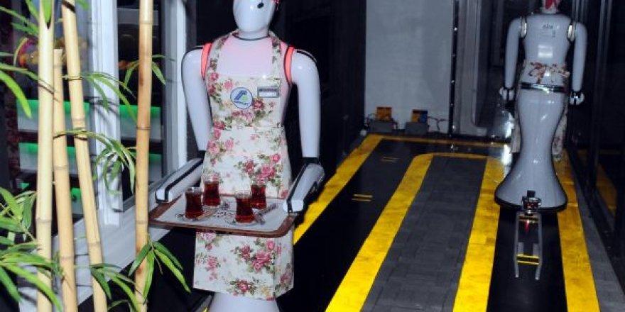 Konya'da robot garsonlu kafeterya