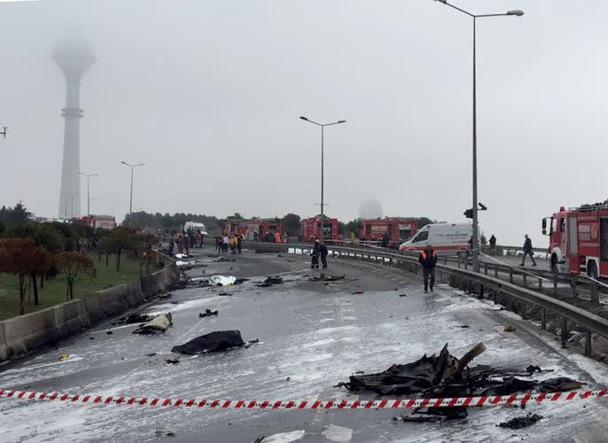 İstanbul'da helikopter düştü 1