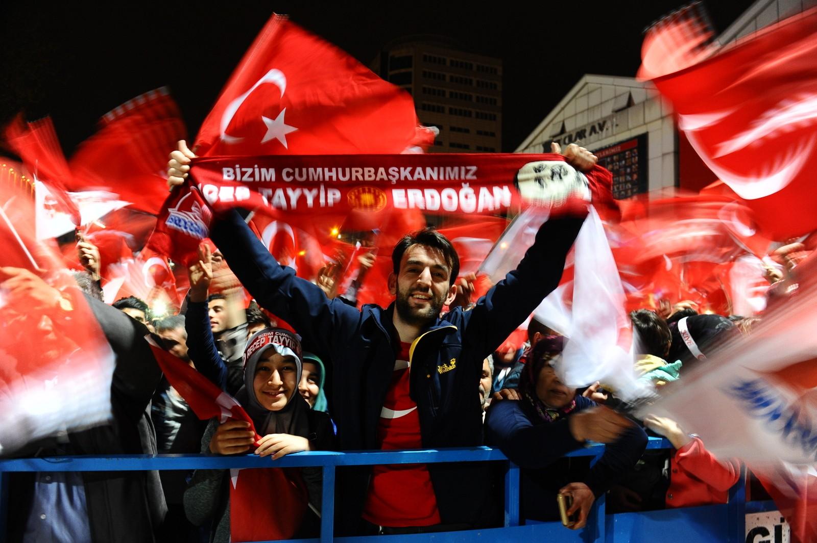 Bursa'da referandum sonucunu davul zurna ile kutladılar 2