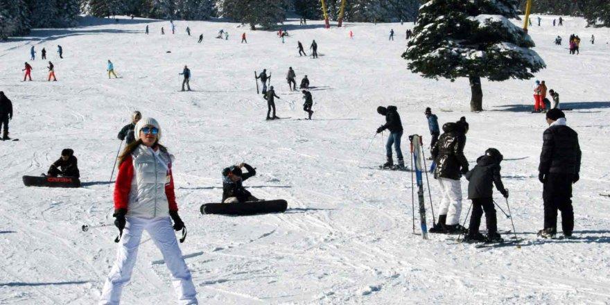 Acemi kayakçılar pistleri ele geçirdi