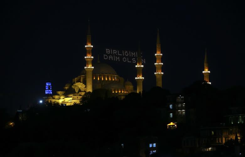 Tarihi camilerde mahyalı 15 Temmuz mesajı 1