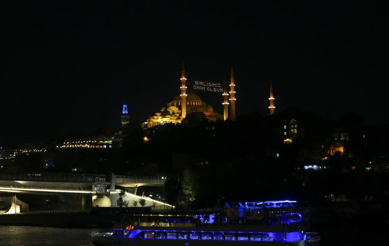 Tarihi camilerde mahyalı 15 Temmuz mesajı 2