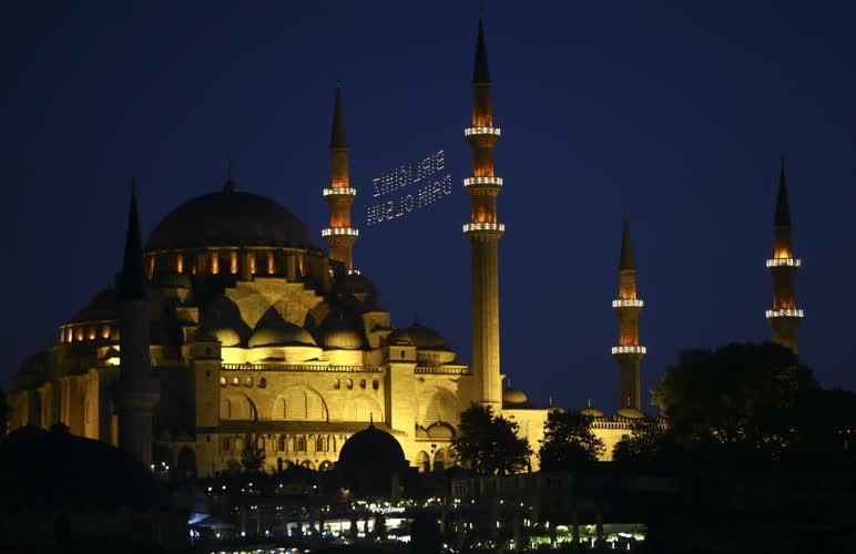 Tarihi camilerde mahyalı 15 Temmuz mesajı 3
