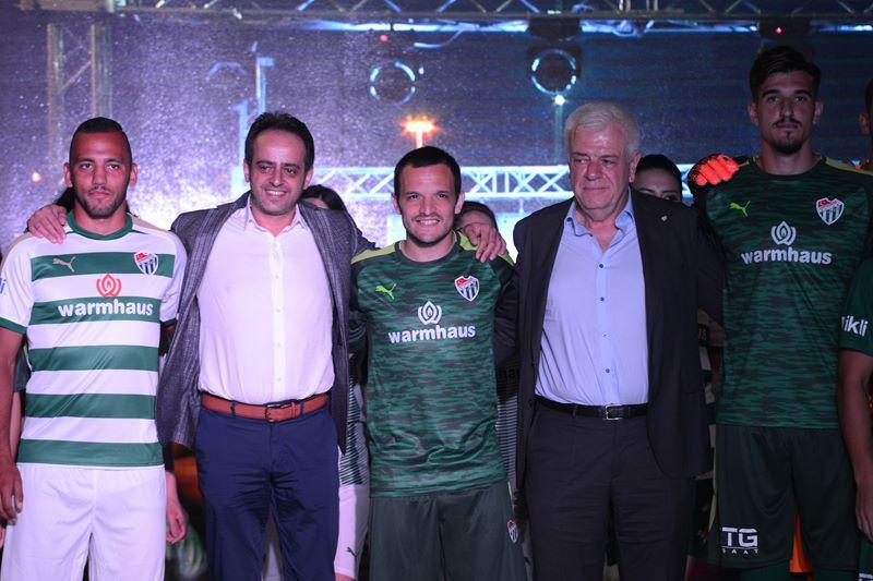 Bursaspor'un yeni sezon formaları görücüye çıktı 1