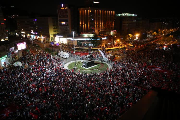 Bursa'da demokrasi nöbeti 1