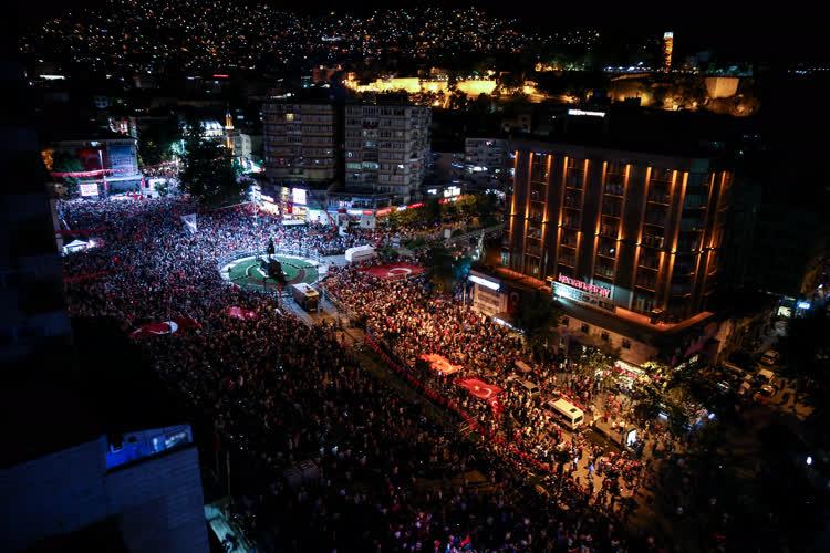 Bursa'da demokrasi nöbeti 9