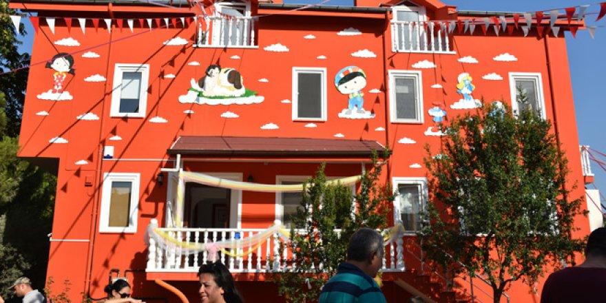 Bursa'daki bu okulda minikler hayvanlarla iç içe