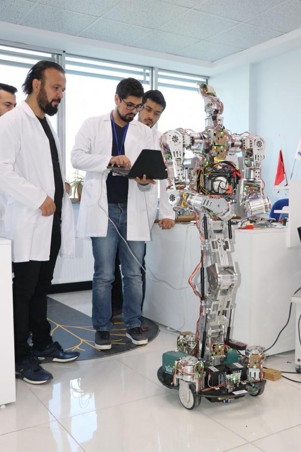 Türkiye'de ilk insansı robot fabrikası üretime başladı 2