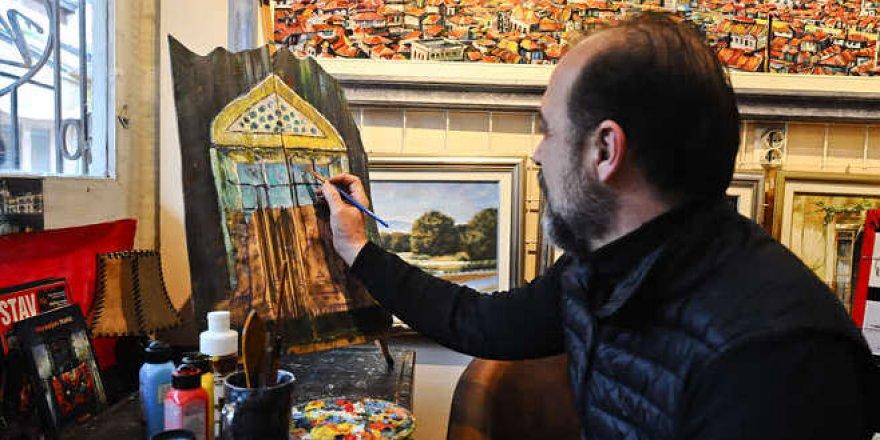Ahşabı dile getiren 'tahta avcısı' ressam