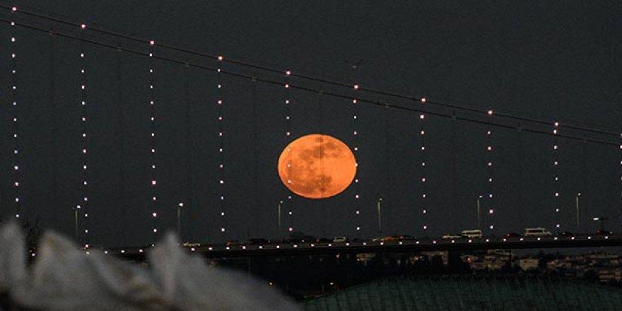 Türkiye'den 'Süper Kanlı Mavi Ay Tutulması' manzaraları