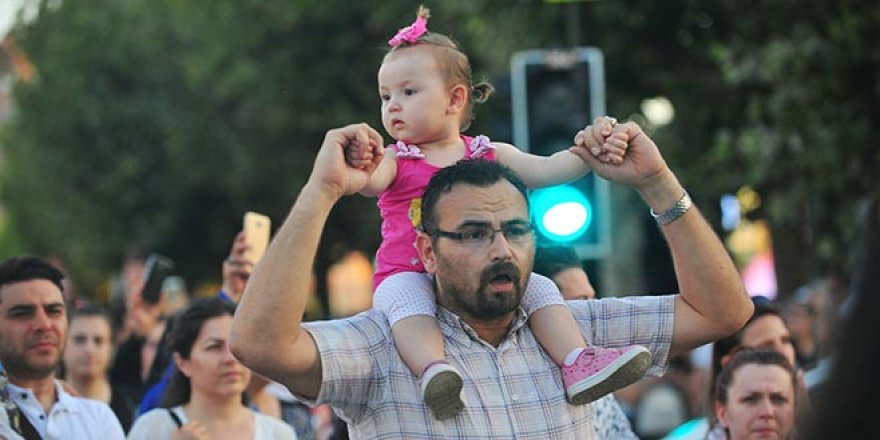 Bursa'da binlerce kişi Eylül ve Leyla için yürüdü