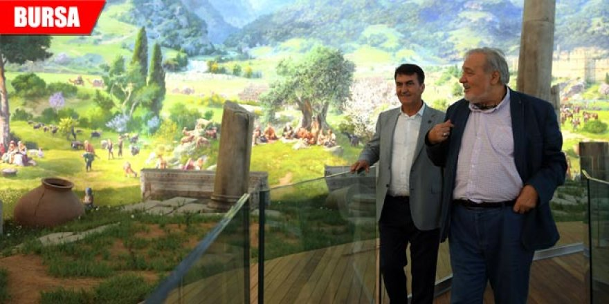 Tarihçi İlber Ortaylı, 'Panorama 1326'yı gezdi