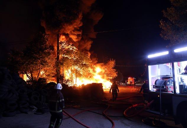 Korku dolu anlar! Patlayan tüpler yangına neden oldu 1