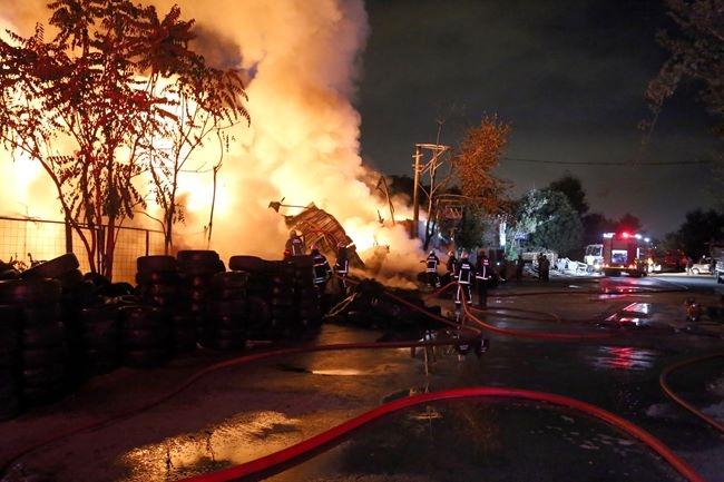 Korku dolu anlar! Patlayan tüpler yangına neden oldu 10