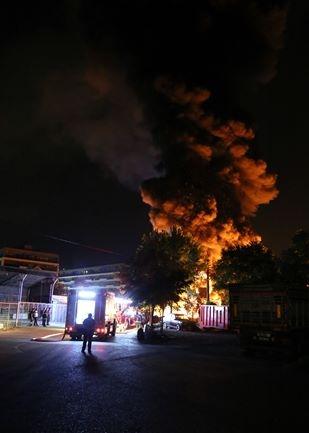 Korku dolu anlar! Patlayan tüpler yangına neden oldu 3