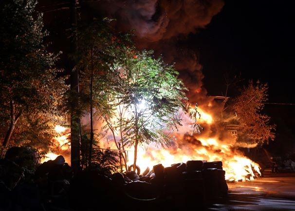 Korku dolu anlar! Patlayan tüpler yangına neden oldu 9