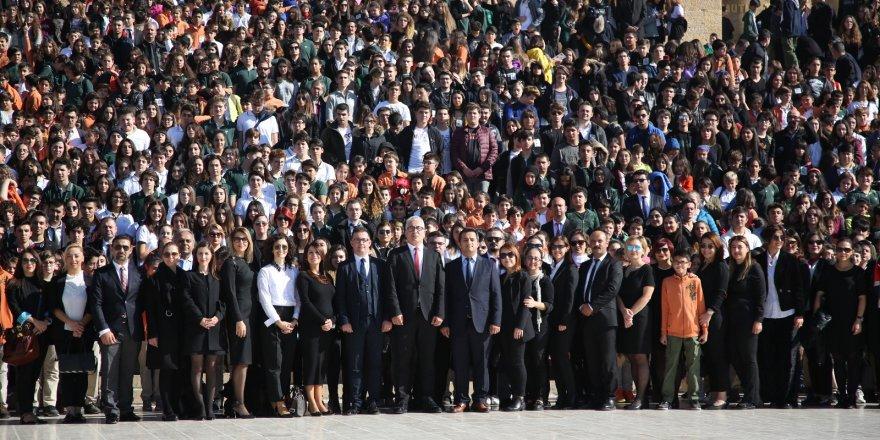 Doğa Koleji 3500 öğrencisi ile Ata'nın huzurunda