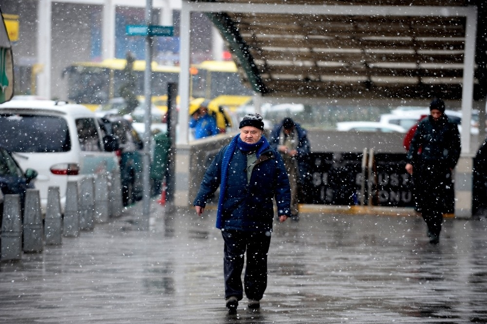 Bursa'da kar yağışı 1