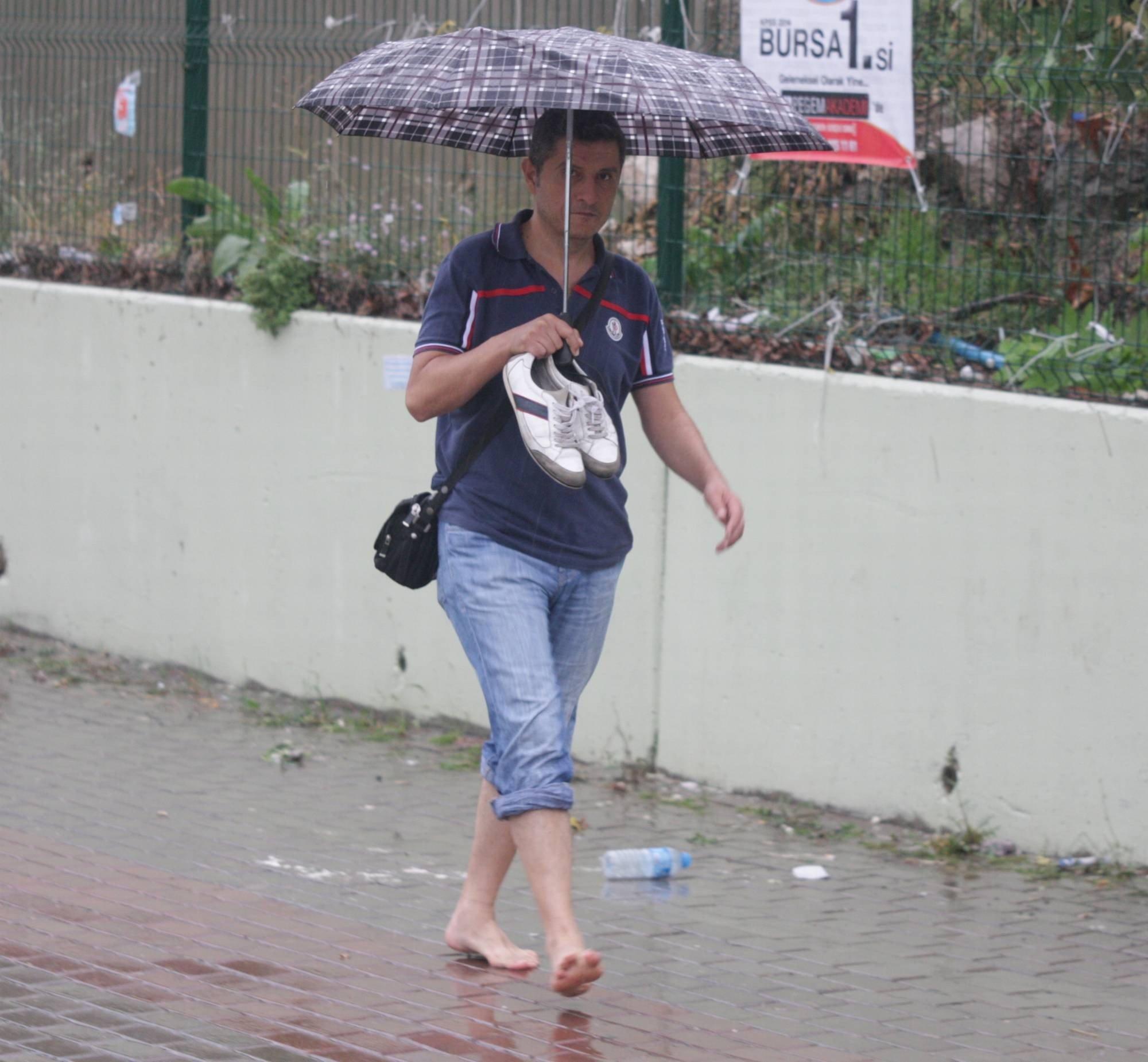 Bursa`da yağmur hayatı olumsuz etkiledi 11