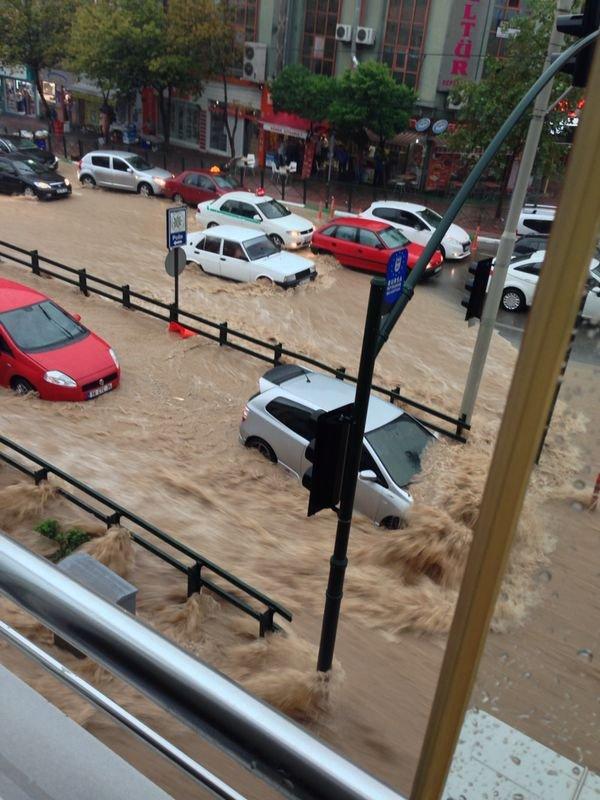 Bursa`da yağmur hayatı olumsuz etkiledi 25