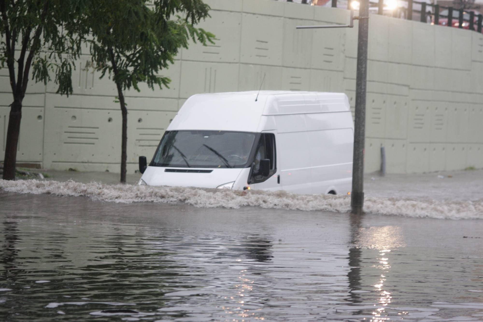 Bursa`da yağmur hayatı olumsuz etkiledi 5