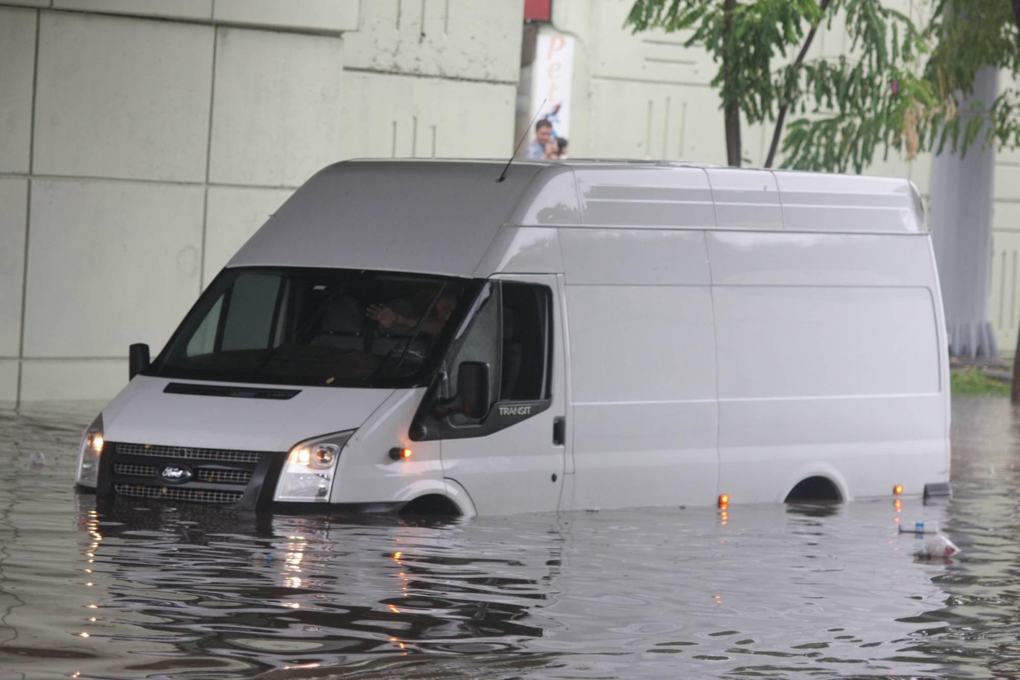 Bursa`da yağmur hayatı olumsuz etkiledi 7