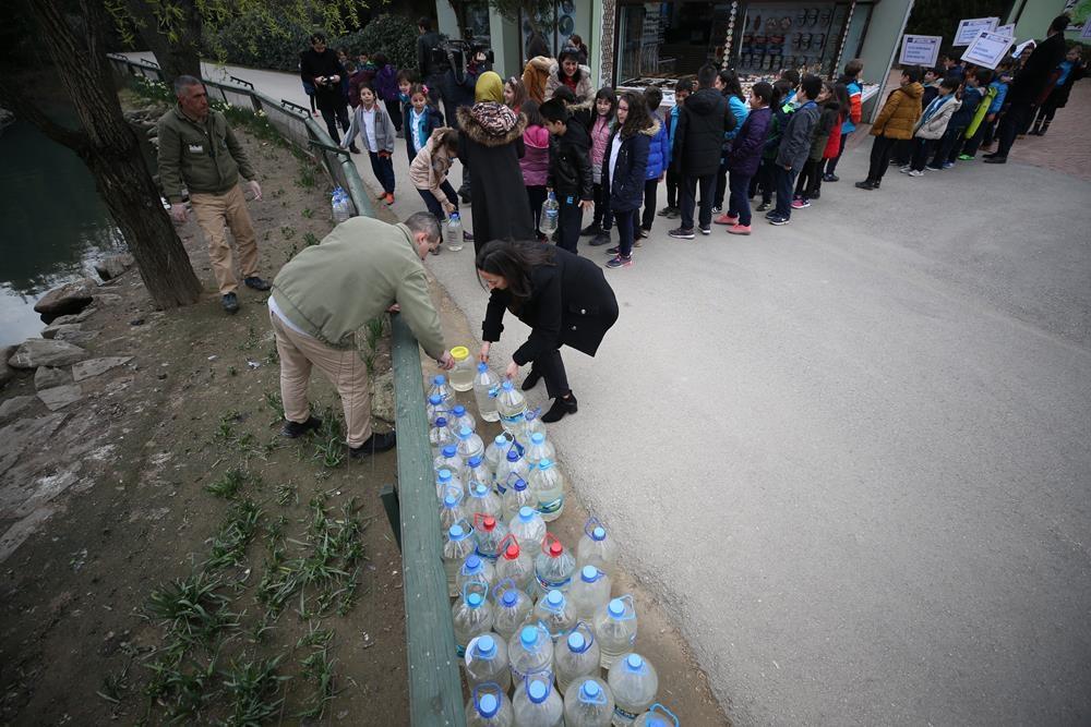 Farkındalık için bidonlarla su taşıdılar 1