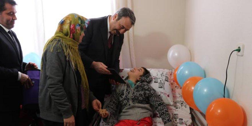 Bursa Polisi'nden engelli kıza doğum günü sürprizi