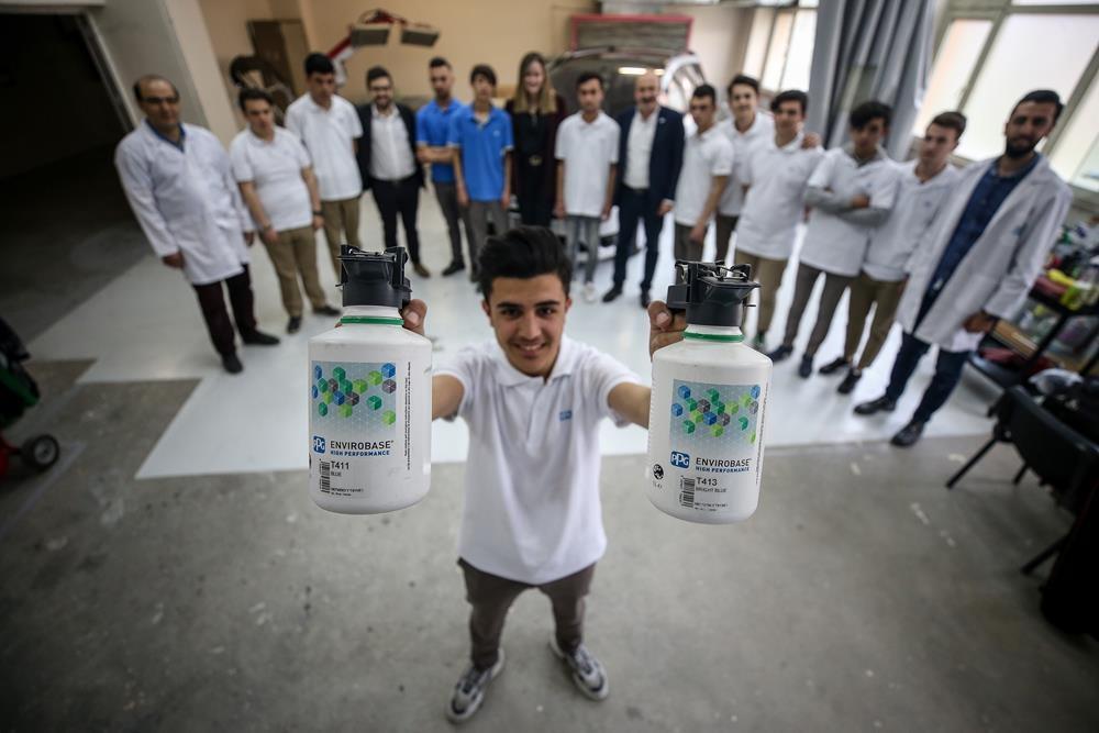 17 kişilik sınıfa dünya devleri sponsor oldu 1
