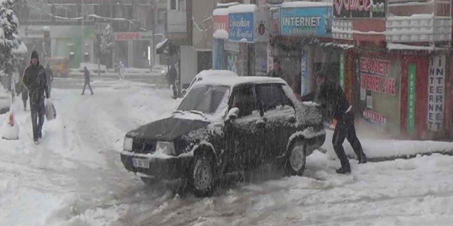 Etkili kar yağışı Bursa'da hayatı olumsuz etkiledi