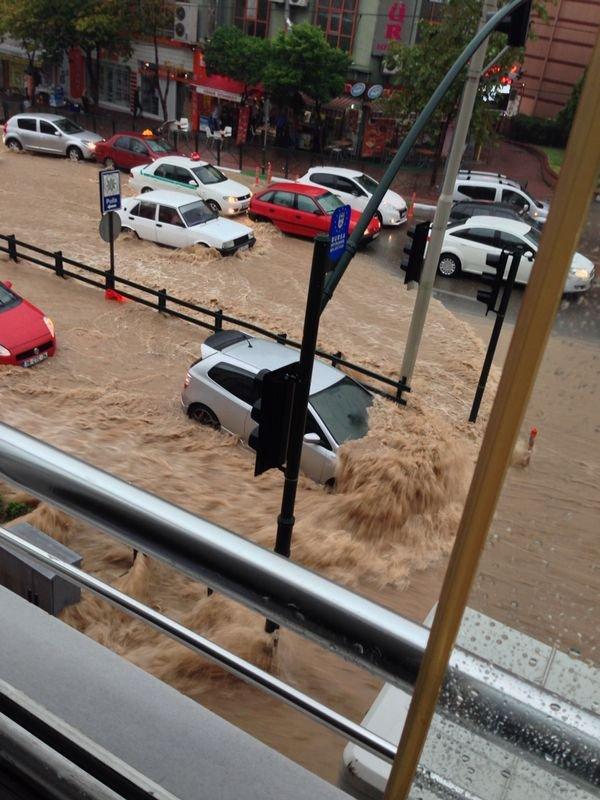 Bursa`da yağmur hayatı olumsuz etkiledi 24