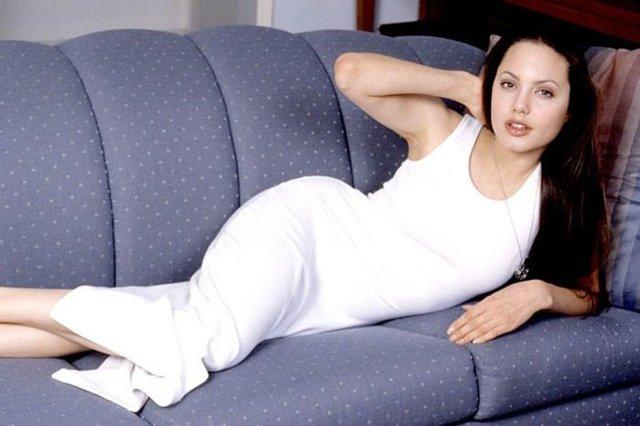 Angelina 20 yıl önce bu pozları vermiş 2