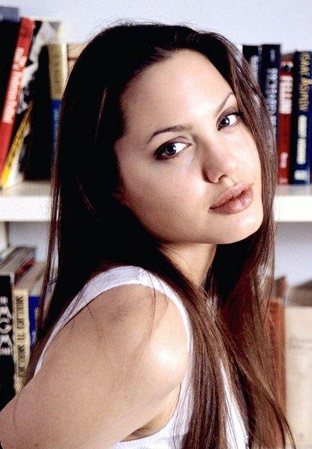 Angelina 20 yıl önce bu pozları vermiş 4