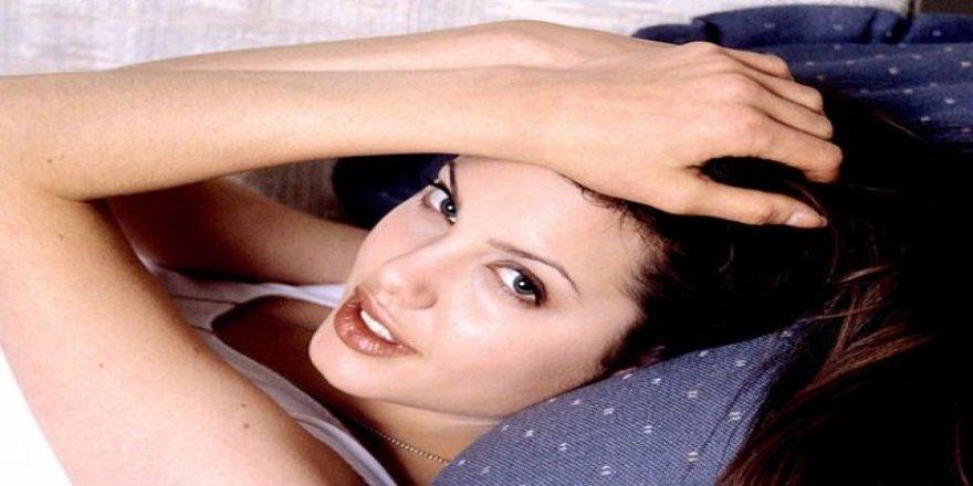Angelina 20 yıl önce bu pozları vermiş