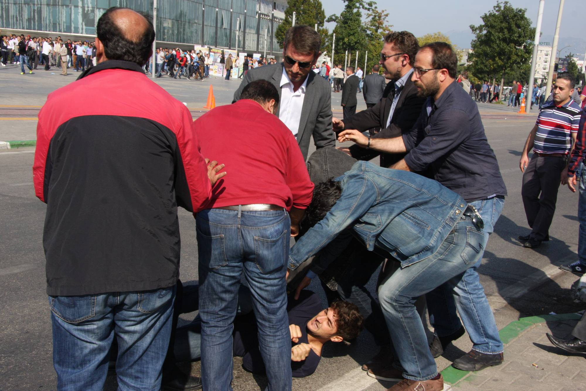 Bursa`da izinsiz gösteride olaylar çıktı! 20