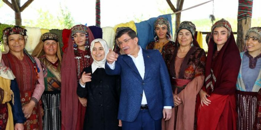 """Davutoğlu'ndan """"Diriliş Ertuğrul""""un setine ziyaret"""