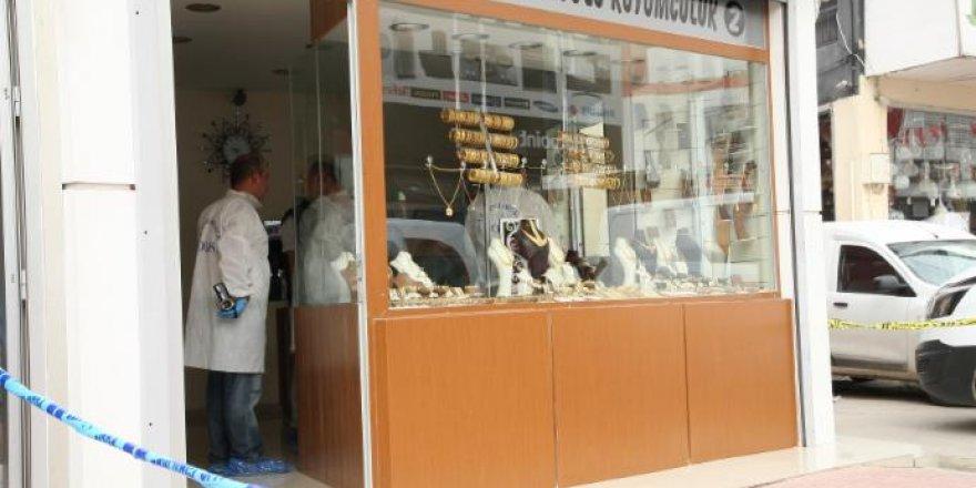 Adana'da çarşafla kuyumcu soygunu girişimi