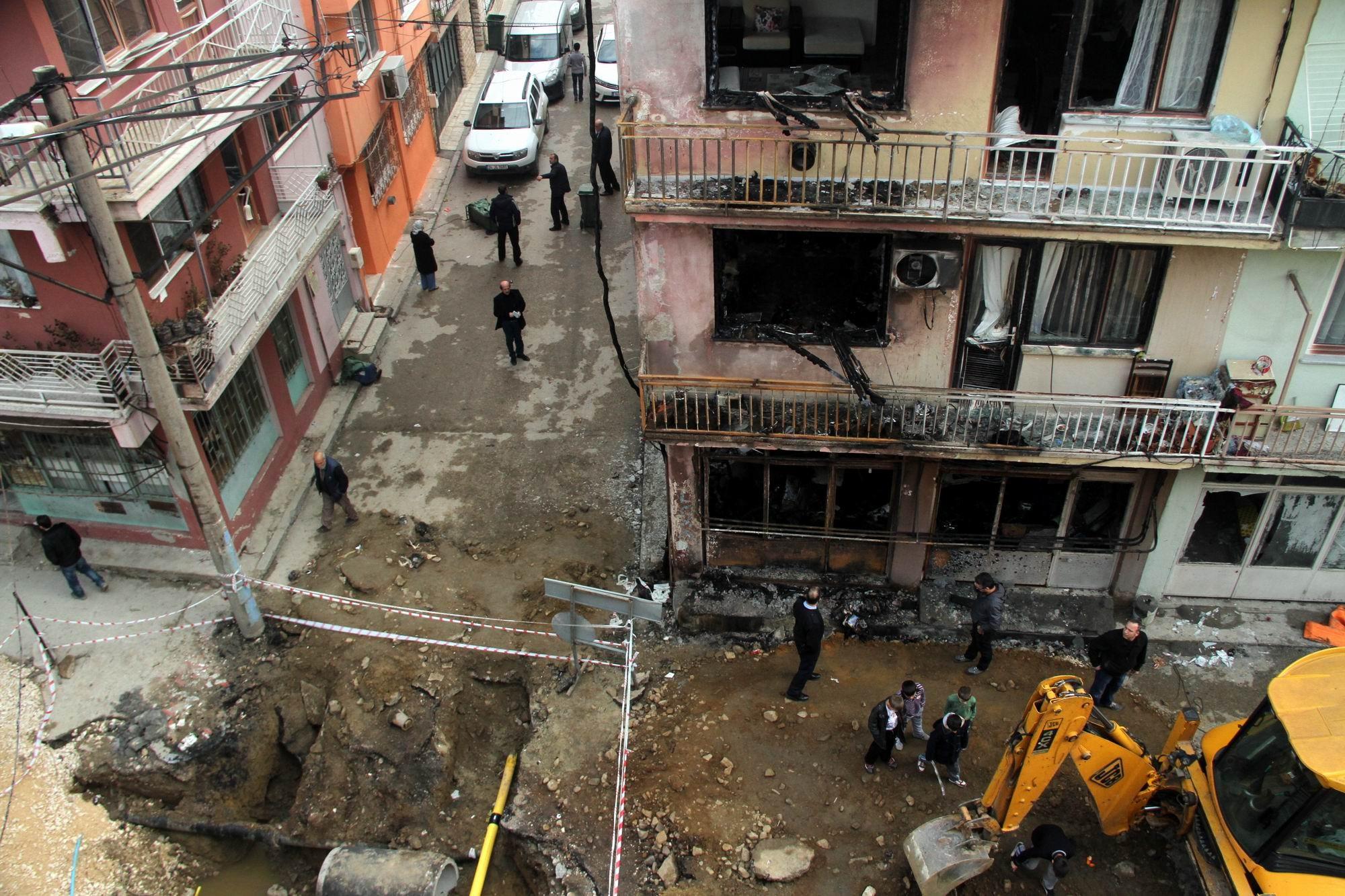Patlamanın yaşandığı mahalle savaş alanına döndü 3