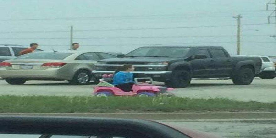 Polise inat okula akülü arabayla gidiyor