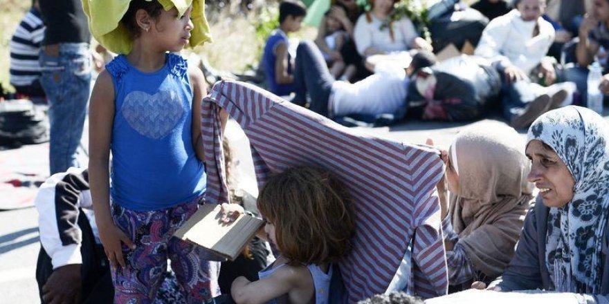 Sığınmacıların bekleyişi sürüyor