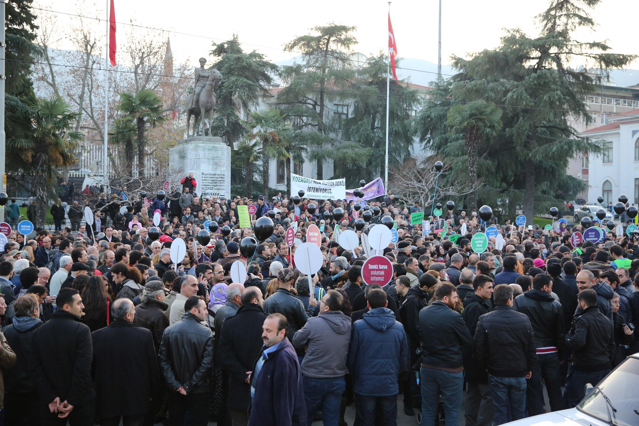 Bursa'da tarihi eylem 22