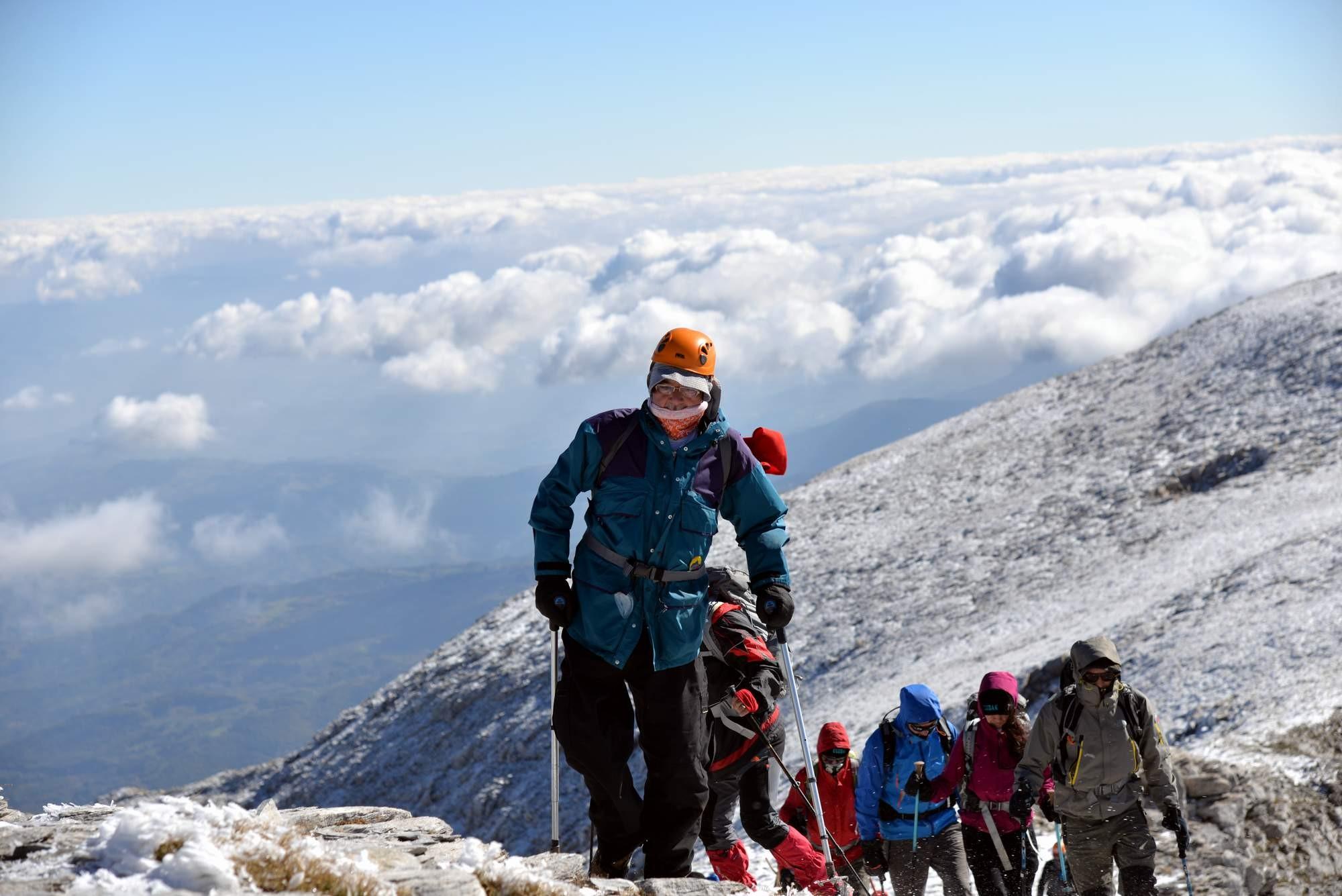 Koltuk değnekli dağcı Uludağ'ın zirvesine tırmandı 1