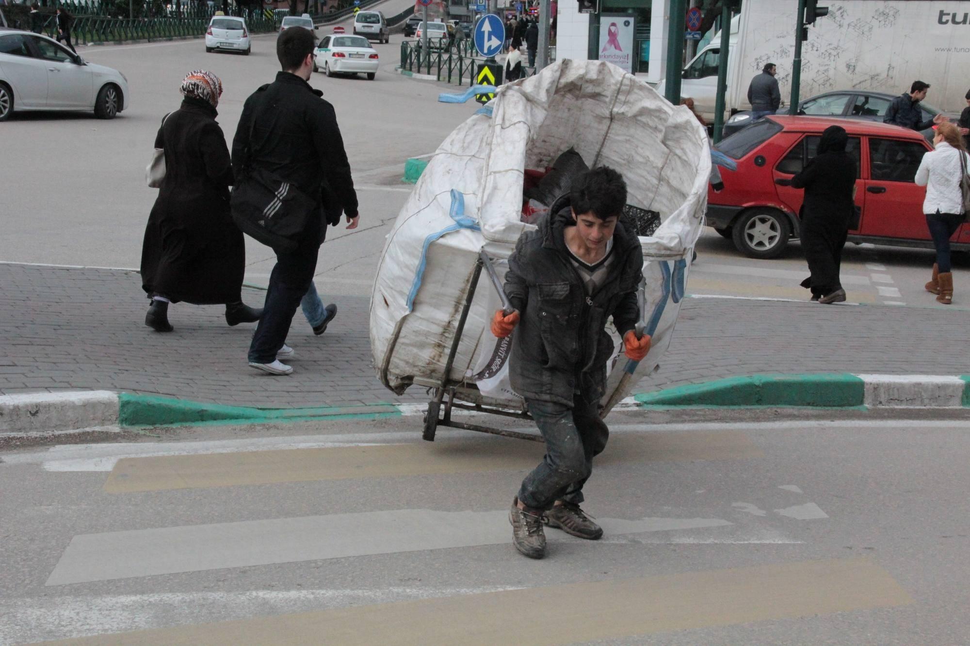 Bursa'da lodos zor anlar yaşatıyor 1
