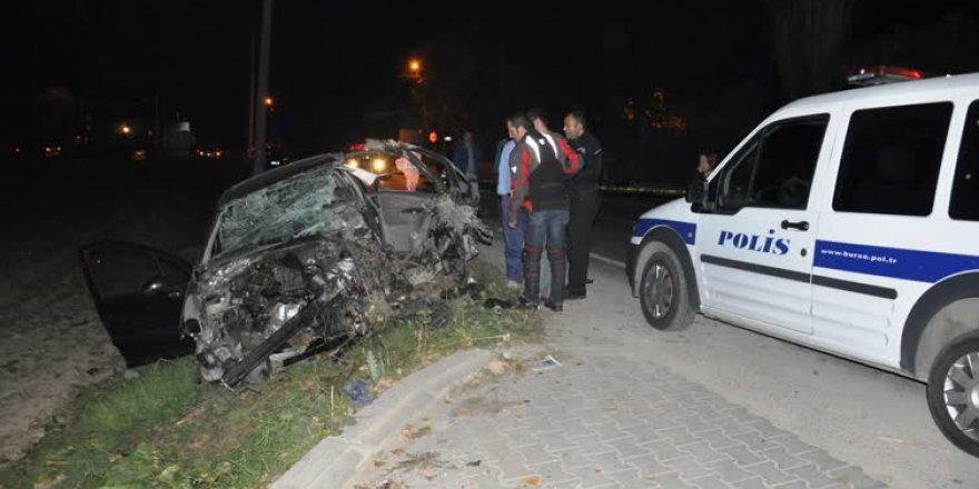 Bursa'da otomobil bahçe duvarına çarptı: 1 ölü, 1 yaralı