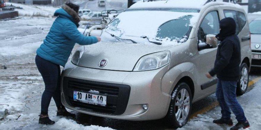Uludağ`da kar kalınlığı 10 santimetreyi geçti