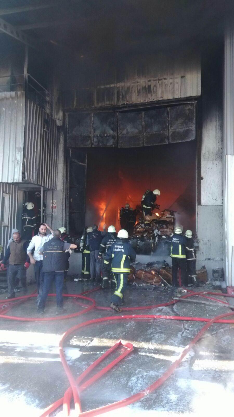 Bursa'da büyük fabrika yangını 1